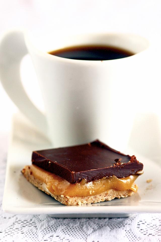 CARRÉS CRUS GOURMANDS caramel et chocolat