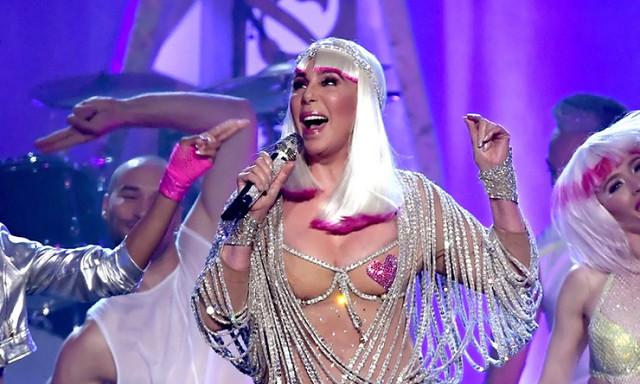 Cher : à 71 ans, elle est apparue à demi nue sur scène!