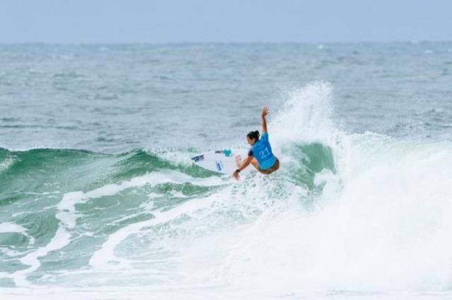 Les Réunionnais Jérémy Flores et Johanne Defay brillent à l'ouverture de la saison de surf WSL 2018