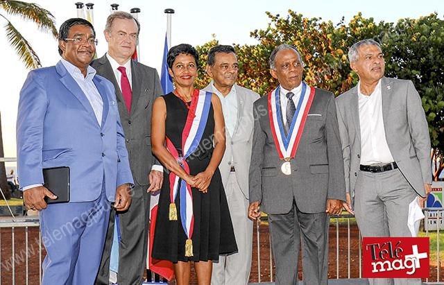 Mairie de Saint-Denis : lever de drapeau