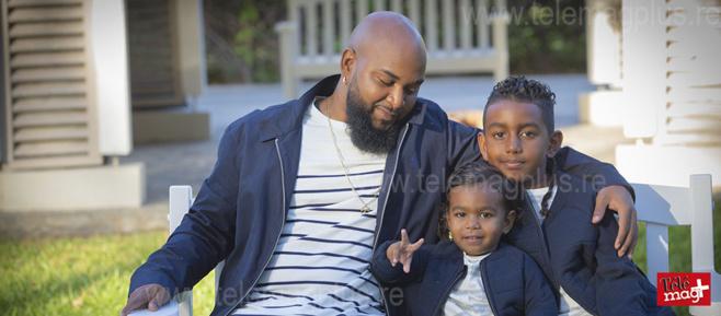 Toulou et ses deux fils - ©Julien Bourbon