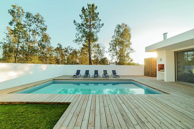 Autour de la piscine…