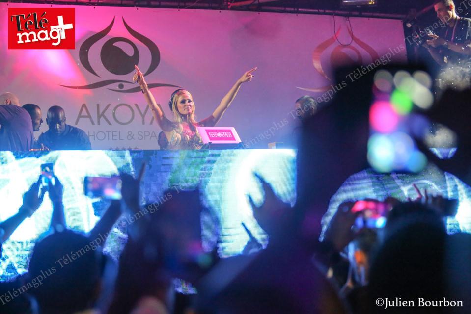 Paris Hilton assure le show