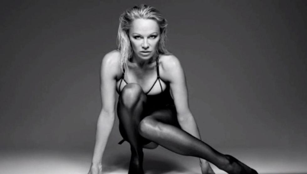 Pamela Anderson très sexy en lingerie !