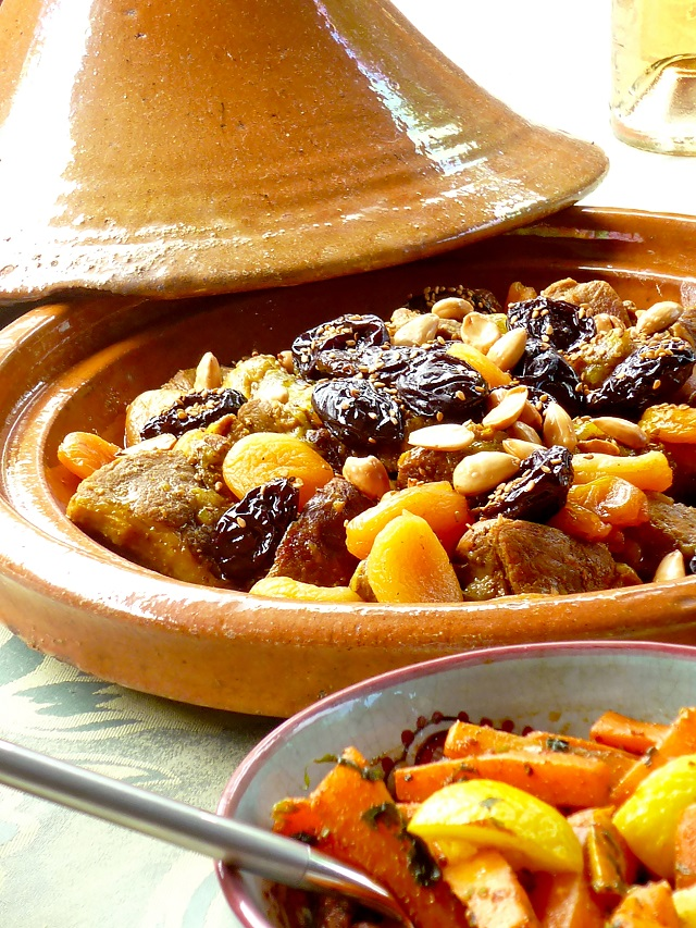 tajine d agneau aux pruneaux abricots et amandes grill es. Black Bedroom Furniture Sets. Home Design Ideas
