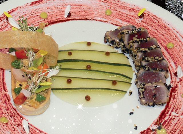 Tataki de Thon au sésame blanc et noir et jardinière de légumes pickles aux rillettes de marlin