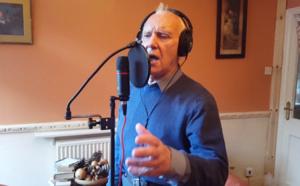 A 81 ans, Ted, touché par Alzheimer, sort un album de chansons d'amour