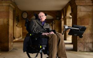 People - Stephen Hawking inhumé auprès de Newton et Darwin