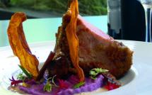 Carré de porc en croûte de pain d'épices, purée de cambar, velouté monté au foie gras